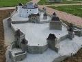 Šarišský hrad zdobí množstvo