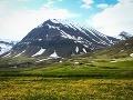 Hory na severe sú mystické miesta. Stretli sme ľudí, ktorí tu jedného dňa prišli na dovolenku a už neodišli. Ak pôjdete na sever, tak využite možnosť prespať v guesthouse Skeid v údolí Svarfadardalu, Island