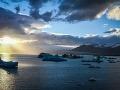 Jokullsalron - lagúna, v ktorej sa topia ľadovce a natáčajú bondovky, Island