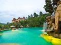 Kaskádovitý bazén, ktorý je