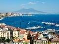 Neapolský záliv so sopkou