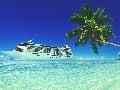Zaoceánske výletné lode plávajú