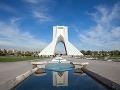 Azadi Monument je dominantou