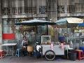 Na snímke pouličná predavačka
