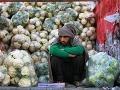 Indický roľník, ktorý predáva