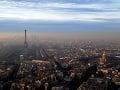 Panoráma Paríža zahalená smogom