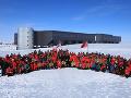 Zamestnanci výskumnej stanice Amundsen-Scott