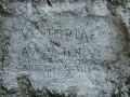 Rímsky nápis na skale