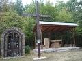 Kríž, kaplnka a kryté