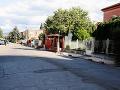 Červená ulica s baťovskými