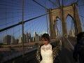 Žena kráča po Brooklynskom