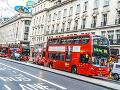Rušná londýnska ulica
