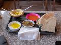 Hummus v miestnom bufete.