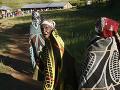 Ženy pred dedinou Machache