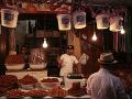 Obchodník predáva sladkosti v