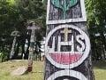 Drevené maľované, vyrezávané, náhrobné