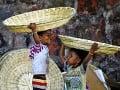Indické deti ponúkajú na