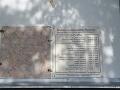 Pamätná tabuľa nad hrobkou