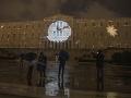 Grécky parlament je osvetlený