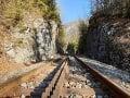 Na snímke železničná trať