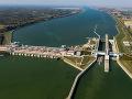 Vodná elektráreň a plavebné