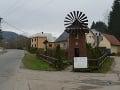 Zmenšený veterný mlyn v