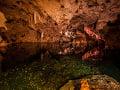 Jaskyňa Green Grotto na