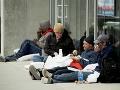 Bazilj bezdomovcom ponúka letenky