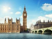 Budova britského parlamentu v