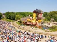 Smeti vo francúzskom zábavnom parku budú zbierať havrany