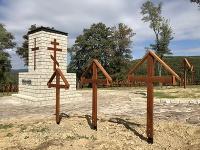 Pamätník s krížmi vo