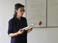 Švajčiarska autorka prezentovala knihu o ceste okolo sveta po nákupných centrách