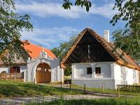Nemusíte precestovať celú republiku: Všetky jedinečné  české  ľudové stavby nájdete v starom ovocnom sade