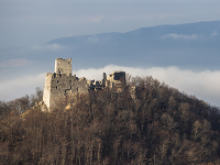 Na snímke zrúcanina hradu