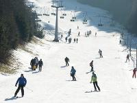 Lyžovačka v lyžiarskom stredisku