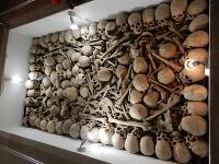 Krypta s ostatkami padlých