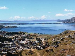 jazero Titikaka Peru