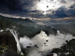 Vodopád Athirappalli, Vodopády v