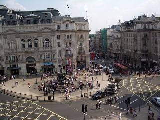 Piccadilli Circus, Londýn