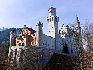 Nezvyčajné hrady a zámky Európy  84e0e5dca8c