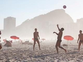 50b64f3f668 Pláž Copacabana v brazílskom Riu patrí medzi najznámejšie na svete ...