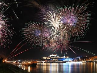 To najlepšie zo Silvestra  Svet privítal nový rok veľkolepými ... 2efc0bdde4d