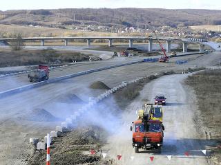 Na snímke výstavba diaľničného