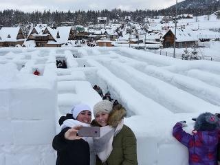 Snežný labyrint v poľskom
