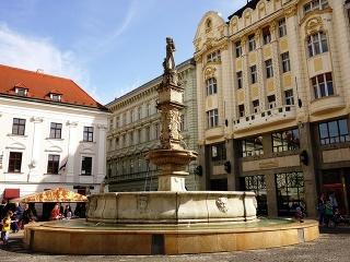 Rolandova fontána, Hlavné námestie,