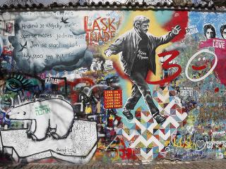 6230d1407 Múr Johna Lennona patrí k symbolom Prahy, vznikla na ňom nová veľká maľba |  Dromedár.sk