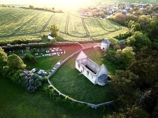 Zrúcanina románskeho kostolíka pri