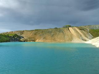Modrá lagúna pripomína Plitvice: