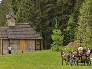 Na snímke Lesnícky skanzen