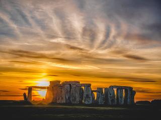 Východ slnka pri Stonehenge